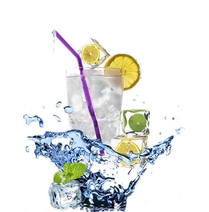 wasserglas-mit-eisw-rfel-limone-usw